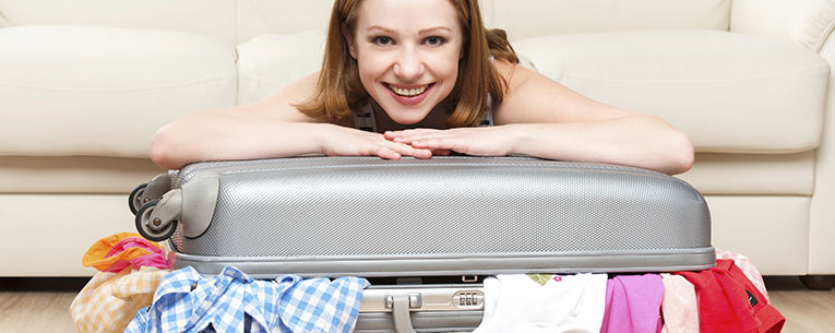 Allianz - girl with luggage