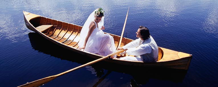 Allianz - bride-groom-boat
