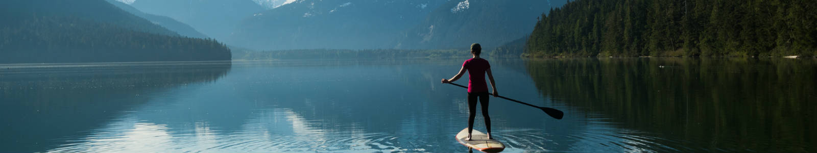 Allianz - woman on lake paddleboarding