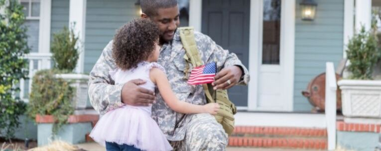Allianz - young girl and military father