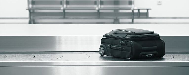 Allianz - suitcase on baggage carousel